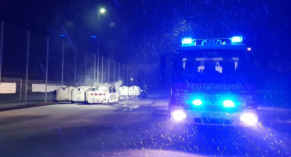 Brand mehrerer Container in Hassel