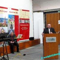 Ausstellung Aufbau St. Josef im Kuppelsaal des Rathauses