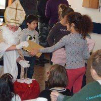 Nikolaus besuchte Flüchtlingskinder