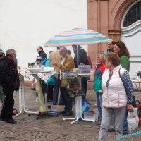 Flohmarkt vor der Engelbertskirche
