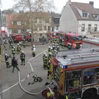 Großübung von Feuerwehr, THW und DRK